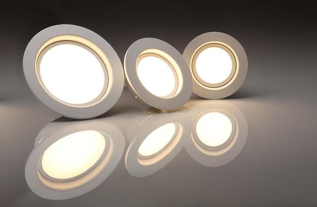 Umělé osvětlení LED žárovkami 10 W přizpůsobujte podle teploty chromatičnosti vašim biorytmům