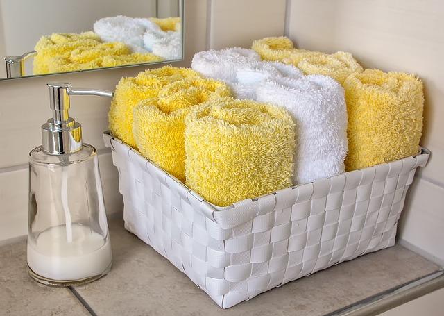 ručníky v košíku