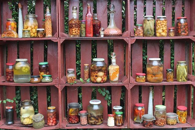 potraviny ve sklenicích