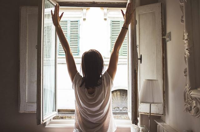 protažení u okna