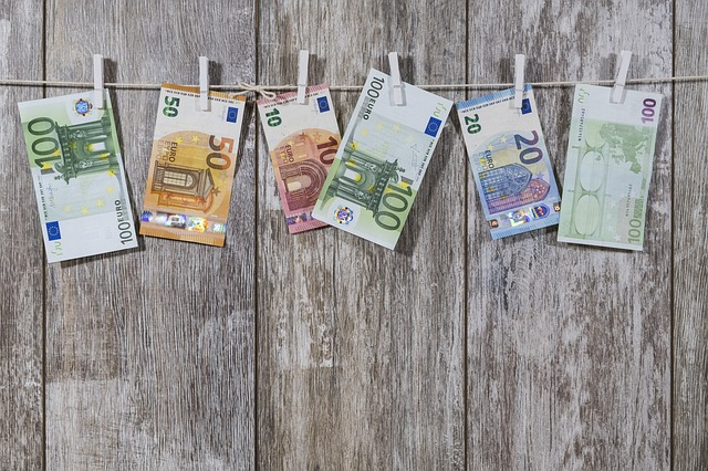 přikolíčkované peníze
