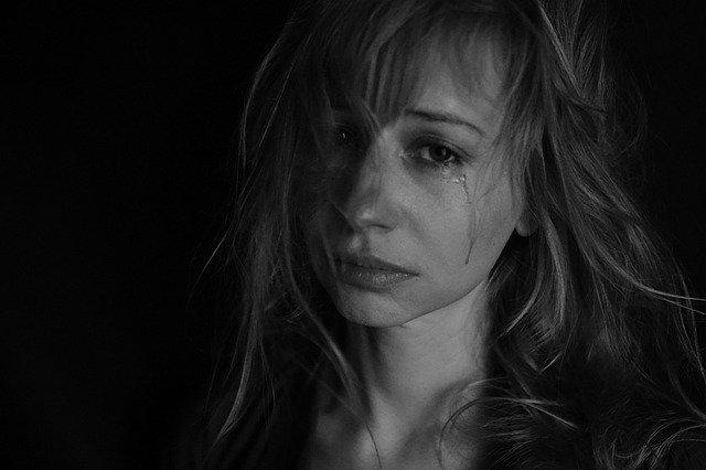 zoufalá žena
