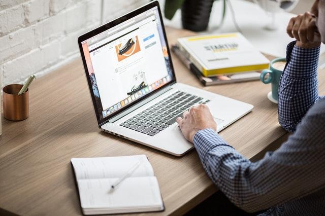 internet, pracovní stůl